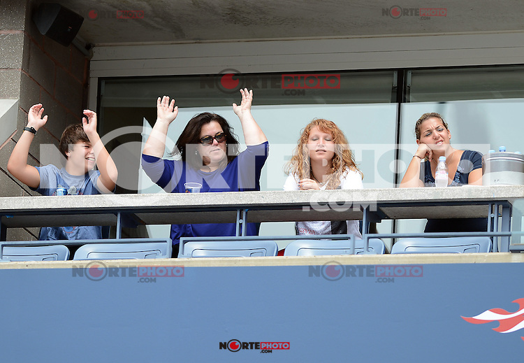 FLUSHING NY- SEPTEMBER 2: Rosie O'Donnell does the wave with her guest during Novak Jokovic Vs Julien Benneteau on Arthur Ashe stadium at the USTA Billie Jean King National Tennis Center on September 2, 2012 in in Flushing Queens. Credit: mpi04/MediaPunch Inc. ***NO NY NEWSPAPERS*** /NortePhoto.com<br /> <br /> **CREDITO*OBLIGATORIO** <br /> *No*Venta*A*Terceros*<br /> *No*Sale*So*third*<br /> *** No*Se*Permite*Hacer*Archivo**<br /> *No*Sale*So*third*