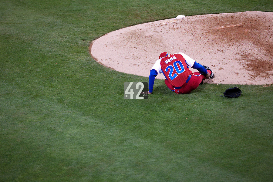 16 March 2009: #20 Norge Luis Vera of Cuba injures his leg after a pitch during the 2009 World Baseball Classic Pool 1 game 3 at Petco Park in San Diego, California, USA. Cuba wins 7-4 over Mexico.