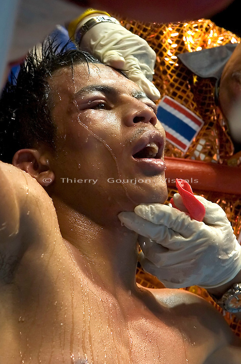Terdsak Jandaeng in his corner during his fight against Joan Guzman during their WBO Featherweight Eliminator Fight at the Westchester County Center, White Plains, NY on 08.26.2005..Guzman won by unanimous decision.