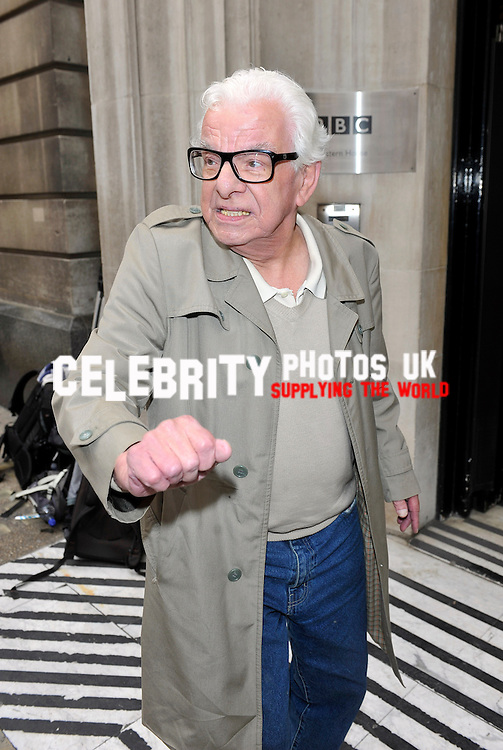 OIC-ENTSIMAGES.COM- Barry Cryer arriving  at  BBC 2  Studio London 12th september 2013 , Photo by Will Davidson /OIC 0203 174