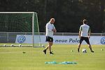FBL 09/10 Traininglager  Werder Bremen Norderney 2007 Day 02<br /> <br /> Training Samstag nachmittag<br /> <br /> Thomas Schaaf ( Bremen GER - Trainer  COACH) schaut auf die Uhr<br /> <br /> Foto &copy; nph (nordphoto)