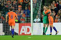 GRONINGEN -  Voetbal, Nederland - Noorwegen, Noordlease stadion, WK kwalificatie vrouwen, 24-10-2017,     Nederland speelster Stefanie van der Gragt omhelst Nederland doelvrouw Sari van Veenendaal na de gestopte strafschop