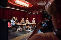 Gemeinsame Pressekonferenz der Netzwerke und Buendnisse &quot;Seebruecke&quot;, &quot;#Unteilbar&quot;, &quot;#Ausgehetzt&quot; und &quot;Welcome United&quot; zu den im Herbst geplanten Grossdemonstrationen gegen die Hetze gegen Gefluechtete und fuer Solidaritaet, die zivile Seenotrettung im Mittelmeer und eine freie Gesellschaft am Donnerstag den 20.September 2018 in der Berliner Volksbuehne. Alle Organisationen, Netzwerke und Buendnisse rufe auf zu einem &quot;Herbst der Solidaritaet&quot;.<br /> Auf dem Podium vlnr.: Newroz Duman, Welcome United; Isabell Kramer, Seebruecke Berlin; Ferda Ataman, Moderatorin; Heike Martin, #Ausgehetzt Muenchen; Anna Spangenberg, #unteilbar.<br /> 20.9.2018, Berlin<br /> Copyright: Christian-Ditsch.de<br /> [Inhaltsveraendernde Manipulation des Fotos nur nach ausdruecklicher Genehmigung des Fotografen. Vereinbarungen ueber Abtretung von Persoenlichkeitsrechten/Model Release der abgebildeten Person/Personen liegen nicht vor. NO MODEL RELEASE! Nur fuer Redaktionelle Zwecke. Don't publish without copyright Christian-Ditsch.de, Veroeffentlichung nur mit Fotografennennung, sowie gegen Honorar, MwSt. und Beleg. Konto: I N G - D i B a, IBAN DE58500105175400192269, BIC INGDDEFFXXX, Kontakt: post@christian-ditsch.de<br /> Bei der Bearbeitung der Dateiinformationen darf die Urheberkennzeichnung in den EXIF- und  IPTC-Daten nicht entfernt werden, diese sind in digitalen Medien nach &sect;95c UrhG rechtlich geschuetzt. Der Urhebervermerk wird gemaess &sect;13 UrhG verlangt.]