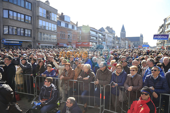Big crowd gathered at sign on for Gent-Wevelgem in Flanders Fields 2017, running 249km from Denieze to Wevelgem, Flanders, Belgium. 26th March 2017.<br /> Picture: Eoin Clarke | Cyclefile<br /> <br /> <br /> All photos usage must carry mandatory copyright credit (&copy; Cyclefile | Eoin Clarke)