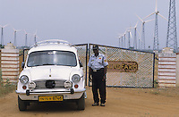 INDIA, Tamil Nadu, Kanyakumari, Cape Comorin, Muppandal, windfarm with Vestas wind turbine on lattice steel tower, HM Ambassador car / INDIEN Kanniyakumari, Kap Komorin, Windpark mit Vestas Windkraftanlagen auf Stahlgittermast, HM Ambassador PKW