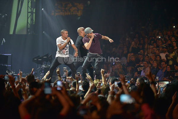 MIAMI, FL - NOVEMBER 05: Enrique Iglesias (R) and Alexander Delgado and Randy Malcom of Gente de Zona performs on stage at iHeartRadio Fiesta Latina at American Airlines Arena on November 5, 2016 in Miami, Florida. Credit: MPI10 / MediaPunch