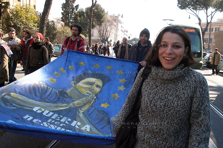 ROMA. 2 MARZO 2005.MANIFESTAZIONE STUDENTI E RICERCATORI PRECARI CONTRO LA RIFORMA MORATTI .NELLA FOTO SAN PRECARIO..FOTO SIMONA GRANATI