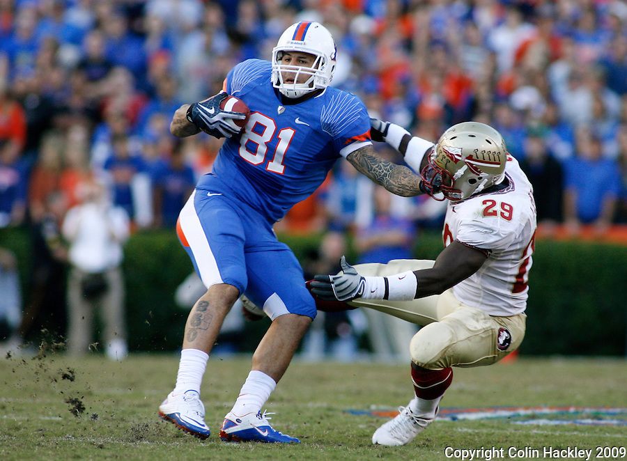 GAINESVILLE, FL 11/28/09-FSU-UF FB09 CH16-Florida State's Kendall Smith is pushed away as he tries to tackle Florida's Aaron Hernandez during first half action Saturday at Florida Field in Gainesville. .COLIN HACKLEY PHOTO