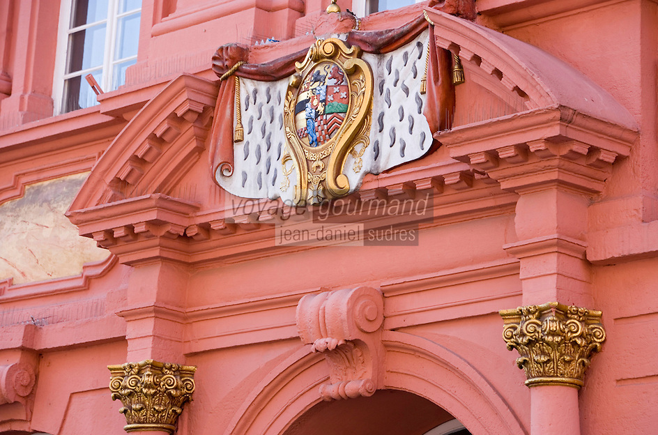 Europe/Allemagne/Bade-Würrtemberg/Heidelberg: détail façade et portail baroque de la pharmacie du prince-électeur