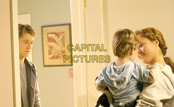 """BENJAMIN McKENZIE & THE JARVIS TWINS & AMBER BARRETTO.in The O.C..OC.""""The College Try"""".*Editorial Use Only*.www.capitalpictures.com.sales@capitalpictures.com.Supplied by Capital Pictures."""