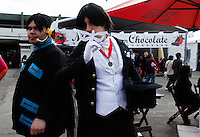 2012.07.15 - 15º Festival do Japão que acontece neste domingo(15), no centro de exposições Imigrantes em São Paulo.A culinária típica japonesa é um dos principais destaques do Festival do Japão, que acontece de 13 a 15 de julho em São Paulo, no Centro de Exposições Imigrantes. As associações de províncias vão trazer pratos típicos de sua região, com receitas familiares, muitas vezes desconhecidas até pelos restaurantes japoneses.A culinária típica japonesa é um dos principais destaques do Festival do Japão, que acontece de 13 a 15 de julho em São Paulo, as associações de províncias vão trazer pratos típicos de sua região, com receitas familiares, muitas vezes desconhecidas até pelos restaurantes japoneses.  (Fotos: Amauri Nehn/Brazil Photo Press)