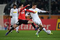 FUSSBALL   1. BUNDESLIGA   SAISON 2011/2012    17. SPIELTAG Borussia Moenchengladbach - FSV Mainz 05             18.12.2011 Yunus Malli (li, Mainz) gegen Roman Neustaedter (re, Borussia Moenchengladbach)