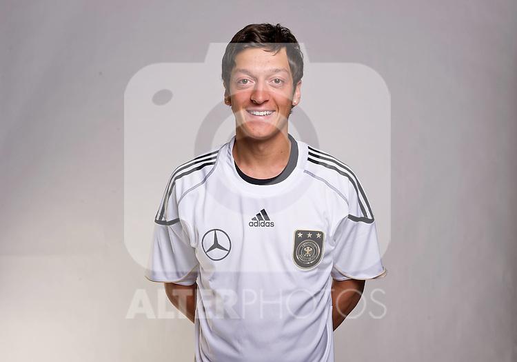 02.06.2010, Commerzbank-Arena, Frankfurt, GER, FIFA Worldcup, Spielerportraits, im Bild Mesut Özil / Oezil ( Werder Bremen #08 ) Foto © nph / Kokenge