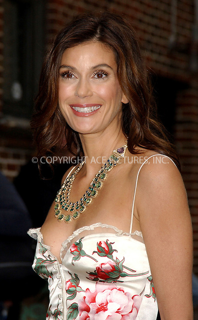 WWW.ACEPIXS.COM . . . . . ....NEW YORK, MAY 11, 2006....Teri Hatcher makes a guest appearance at 'The Late Show with David Letterman'.....Please byline: KRISTIN CALLAHAN - ACEPIXS.COM.. . . . . . ..Ace Pictures, Inc:  ..(212) 243-8787 or (646) 679 0430..e-mail: picturedesk@acepixs.com..web: http://www.acepixs.com