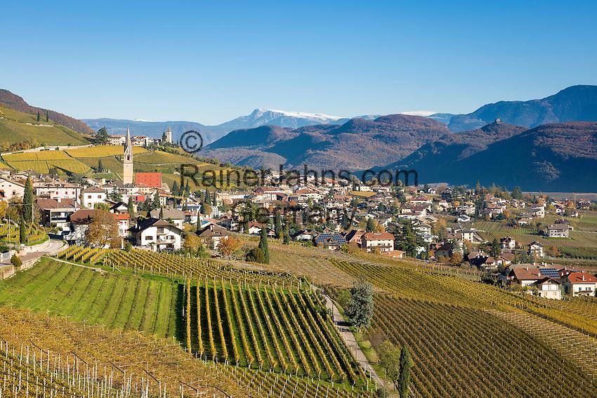 Italy, Alto Adige - Trentino (South Tyrol), Termeno sulla strada del vino: famous wine growing region, country of the Gewuerztraminer, at background Schlern mountain in the Dolomites | Italien, Suedtirol, suedlich von Bozen, Tramin an der Weinstrasse: beruehmte Weinbauregion, Land des Gewuerztraminers, im Hintergrund der schneebedeckte Schlern in den Dolomiten