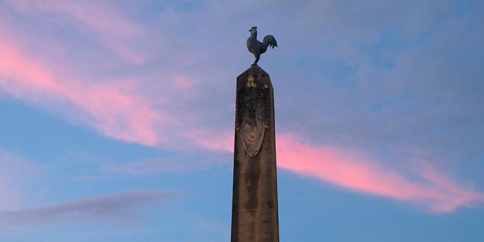 Obelisco con gallo galo / Plaza de Francia, Panamá.<br /> <br /> Panorámica de dos fotografías.<br /> <br /> Edición de 5 | Víctor Santamaría.