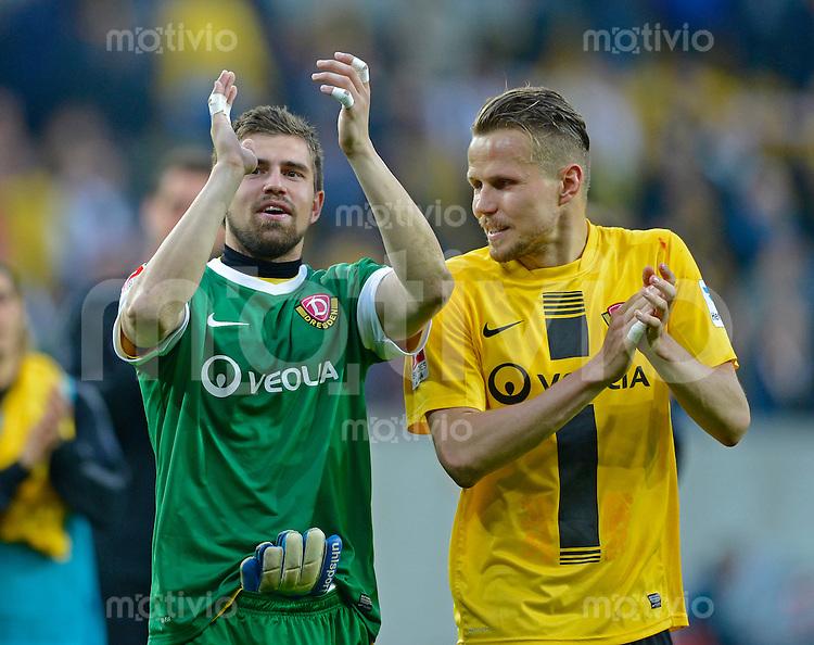 Fussball, 2. Bundesliga, Saison 2012/13, SG Dynamo Dresden - SC Paderborn, Freitag (03.05.13),  Dresdens Torwart Benjamin Kirsten (li.) jubelt nach dem 2:1 Sieg mit Sebastian Schuppan.