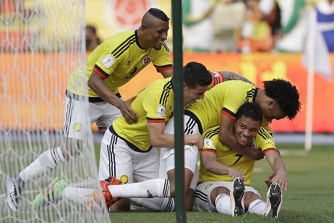 Farid Diaz, James Rodriguez y Juan Cuadrado celebran con Carlos Bacca luego que anotara el tercer gol de Colombia contra Ecuador en partido de eliminatorias para el Mundial de F&uacute;tbol 2018 en el Estadio Metropolitano Roberto Melendez de Barranquilla el 29 de marzo de 2016.<br /> <br /> Foto: Archivolatino<br /> <br /> COPYRIGHT: Archivolatino<br /> Prohibido su uso sin autorizaci&oacute;n.