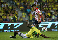 BUCARAMANGA-COLOMBIA, 07-03-2020: Jair Palacios de Atletico Bucaramanga y Sherman Cardenas de Atletico Junior disputan el balon, durante partido entre Atletico Bucaramanga y Atletico Junior, de la fecha 8 por la Liga BetPlay DIMAYOR I 2020, jugado en el estadio Alfonso Lopez de la ciudad de Bucaramanga. / Jair Palacios of Atletico Bucaramanga and Sherman Cardenas of Atletico Junior vie for the ball during a match between Atletico Bucaramanga and Atletico Junior, of the 8th date for the BetPlay DIMAYOR I Legauje 2020 at the Alfonso Lopez stadium in Bucaramanga city. / Photo: VizzorImage / Jaime Moreno / Cont.