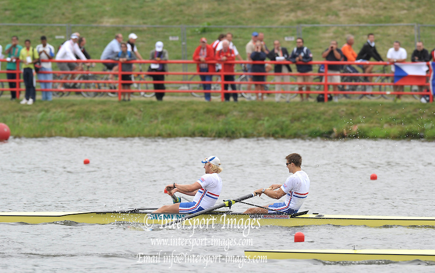 Poznan, POLAND,  GBR M2- Bow Peter REED and Andy TRIGGS HODGE silver medalist approaching the line NZL out front  at the 2009 FISA World Rowing Championships. held on the Malta Rowing lake, Saturday  29/08/2009  [Mandatory Credit. Peter Spurrier/Intersport Images]