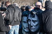 Fans de Johnny HAllyday sur le passage du corbillard sur les champs elysees<br /> &copy;   ANGELA/ DALLE