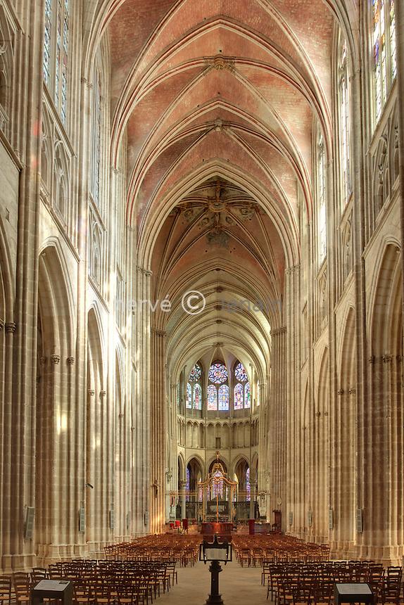 France, Yonne (89), Auxerre, la cathédrale Saint-Etienne, la nef // France, Yonne, Auxerre, the Cathedral St Etienne, the nave