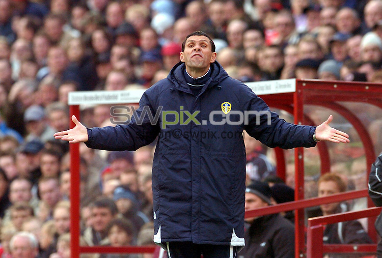 Picture Ben Duffy/SWpix.com. Football Coca Cola Championship. Barnsley v Leeds United 04/11/06..Copyright - Simon Wilkinson - 07811 267706... Leeds coach Gus Poyet