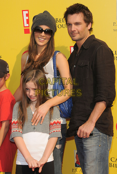 KATE BECKINSALE, LEN WISEMAN, Daughter LILY SHEEN.at The 2008 P.S. Arts' Express Yourself sponsored by Target held at Barker Hangar in Santa Monica, California, USA,  November 16th 2008.                                                                     .half length family husband wife grey gray beanie hat sunglasses jeans black shirt .CAP/DVS.©Debbie VanStory/Capital Pictures