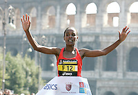 L'etiope Firehiwot Dado taglia il traguardo della Maratona di Roma, al Colosseo, 22 marzo 2009..Firehiwot Dado of Ethiopia crosses the finishing line of the Rome's Marathon, 22 march 2009 at the Colosseum..UPDATE IMAGES PRESS/Riccardo De Luca