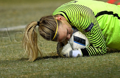 29.11.2016. Chemnitz, Germany.  Norway's goalkepper Ingrid Hjelmseth saves cleanly in the women's international football match between Germany and Norway in the community4you Arena in Chemnitz, Germany, 29 November 2016.