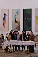 ATENCAO EDITOR IMAGENS EMBAGADAS PARA VEICULOS INTERNACIONAIS - SAO PAULO, SP, 30 SETEMBRO 2012 - VELORIO HEBE CAMARGO - Familiares comparece ao velório do corpo da apresentadora Hebe Camargo, no Palácio dos Bandeirantes, sede do Governo do Estado de São Paulo, na capital paulista, na madrugada deste domingo, 30. Hebe morreu hoje aos 83 anos, de parada cardíaca, na sua casa no bairro do Morumbi, na capital paulista. Diagnosticada com câncer no peritônio em janeiro de 2010, ela lutava contra a doença desde então. (FOTO: LEVI BIANCO / BRAZIL PHOTO PRESS).