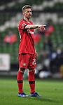 Mitchell Weiser (Leverkusen) zeigt.<br /><br />Sport: Fussball: 1. Bundesliga: Saison 19/20: 26. Spieltag: SV Werder Bremen - Bayer 04 Leverkusen, 18.05.2020<br /><br />Foto: Marvin Ibo GŸngšr/GES /Pool / via gumzmedia / nordphoto