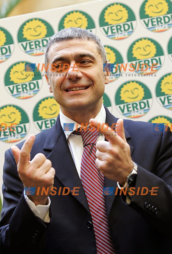 Roma, 18/02/2006<br /> <br /> Residenza di Ripetta, Conferenza Programmatica dei Verdi: &quot;Pi&ugrave; ambiente, pace, diritti, lavoro. La forza del S&igrave;&quot;.<br /> <br /> Nella foto: Il presidente dei Verdi, Alfonso Pecoraro Scanio.<br /> <br /> Photo Antonietta Baldassarre Insidefoto