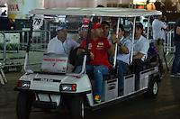 SÃO PAULO, SP, 03 DE MAIO DE 2013 - PREPARATIVOS FORMULA INDY: Tony Canaan dirige um carrinho de transporte  no pavilhão do Anhembi onde estão sendo feitos os preparativos das equipes para a etapa da Indy SP 300 que acontece neste final de semana no circuito de rua do Anhembi, zona norte de São Paulo. FOTO: LEVI BIANCO - BRAZIL PHOTO PRESS