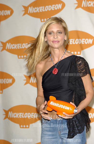 Actress SARAH MICHELLE GELLAR at Nickelodeon's 15th Annual Kids Choice Awards in Santa Monica. .20APR2002..© Paul Smith / Featureflash
