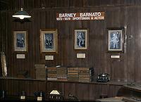 Sudafrica - Kimberley - Mine museum - Ricostruzione di un  villagio di minatori, con molte case originali, nei pressi del Big Hole, cimeli di Bennie barnato, emigrato da londra e arricchitosi a kimberley