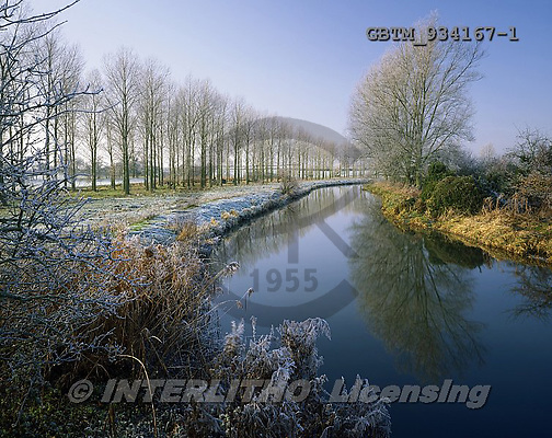 Tom Mackie, CHRISTMAS LANDSCAPE, photos,+4x5, 5x4, Britain, Christmas, cold, composition, cool, creek, England, EU, Europa, European, freeze, freezing, frigid, frost,+frozen, Great Britain, hoar frost, horizontal, horizontally, horizontals, large format, leading lines, mirror image, reflect+reflecting, reflection, river, snow, stream, trees, United Kingdom, water, winter, wintery, xmas,4x5, 5x4, Britain, Christma+s, cold, composition, cool, creek, England, EU, Europa, European, freeze, freezing, frigid, frost, frozen, Great Britain, ho+,GBTM934167-1,#xl#