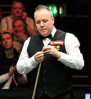 John Higgins chalks his cue tip during the Dafabet Masters Q/F 4 match between John Higgins and Stuart Bingham at Alexandra Palace, London, England on 15 January 2016. Photo by Liam Smith / PRiME Media Images