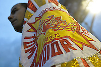 SÃO PAULO, SP, 15 DE JANEIRO DE 2012 - ENSAIO TÉCNICO TOM MAIOR - Ensaio técnico da Escola de Samba Tom Maior na praparação para o Carnaval 2012. O ensaio foi realizado na noite deste domingo debaixo de muita chuva no Sambódromo do Anhembi, zona norte da cidade. FOTO: LEVI BIANCO - NEWS FREE