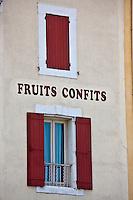 Europe/France/Provence-Alpes-Côte d'Azur/84/Vaucluse/Lubéron/Apt: Enseigne confiseur, fruits confits d'Apt et détail fenêtre