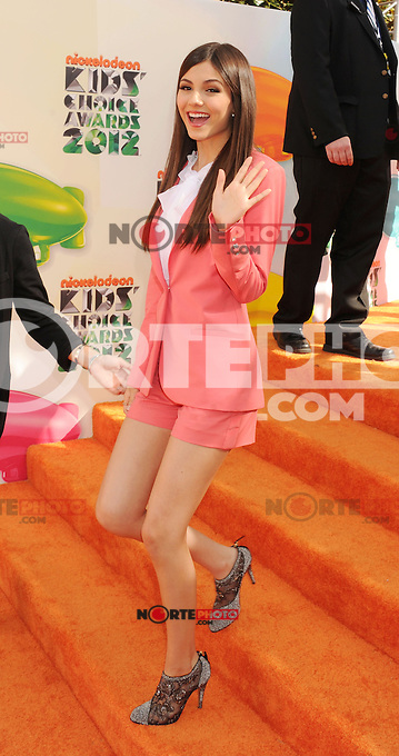 LOS ANGELES, CA - MARCH 31: Victoria Justice arrives at the 2012 Nickelodeon Kids' Choice Awards at Galen Center on March 31, 2012 in Los Angeles, California.