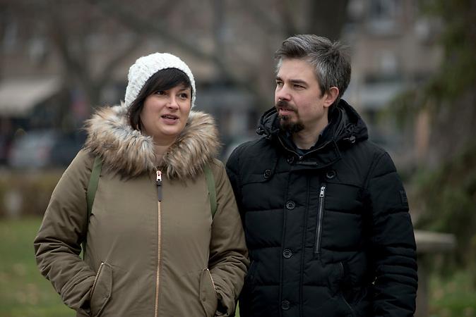 Kristina und Marin Čehajić mit ihrer Tochter bei einem Spaziergang in der südserbischen Stadt Nis.