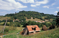 Guca (Cacak). Piccola fattoria in collina --- Guca (Cacak). Small farm on hill