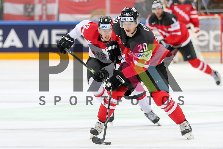 Canadas Eakin, Cody (Nr.20) erobert den pick gegen Oestereichs Raffl, Michael (Nr.12)  im Spiel IIHF WC15 Kanada vs. Oestereich.<br /> <br /> Foto &copy; P-I-X.org *** Foto ist honorarpflichtig! *** Auf Anfrage in hoeherer Qualitaet/Aufloesung. Belegexemplar erbeten. Veroeffentlichung ausschliesslich fuer journalistisch-publizistische Zwecke. For editorial use only.