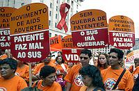Manifestação no Dia Mundial de Luta Contra a AIDS. São Paulo. 2004. Foto de caetano Barreira...