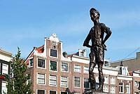 Nederland Amsterdam 2018. Het Amsterdamse Lieverdje op het Spui. Het beeld is gemaakt door de Amsterdamse beeldhouwer Carel Kneulman.  Foto Berlinda van Dam / Hollandse Hoogte