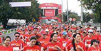 BOGOTA – COLOMBIA – 16-03-2013: Cerca de 10000 atletas participaron en la segunda versión del Avianca RunTour 2014, por las calles de Bogota. Avianca impulsado a promover el atletismo como deporte universal, al tiempo contribuye a la salud de los niños de escasos recursos económicos que requieren atención medica y quirúrgica especializada, es asi como Avianca entrega a la Fundacion Cardio Infantil los dineros recaudados para la dotación de la Unidad de Cuidados Intensivos de Neonatos. / Nearly 10,000 athletes participated in the second version of Avianca RunTour 2014, in the streets of Bogota. Avianca driven to promote athletics as universal sport, while contributing to the health of children of low income who require specialized medical and surgical care, is also Avianca delivery to the Fundacion Cardio Infantil, the monies raised for the endowment of the unit Neonatal Intensive Care. Photo: VizzorImage / Felipe Caicedo / Staff.