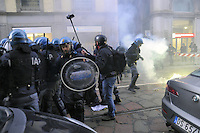 - Milano, manifestazioni di protesta di studenti e lavoratori in occasione dell'inaugurazione della stagione lirica del teatro alla Scala<br />