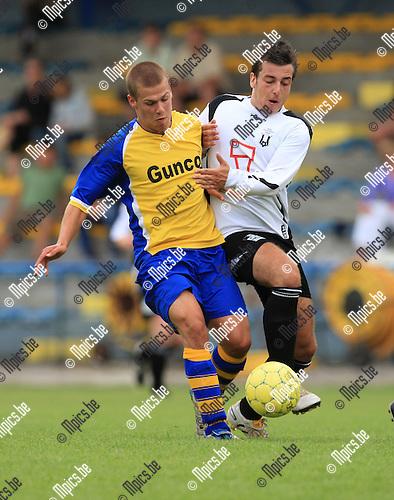 2010-06-25 / Voetbal / seizoen 2010-2011 / Wijnegem - Vlimmeren / Yannick Matthyssen (L, Wijnegem) met Jef Vos..Foto: mpics