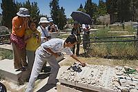Asie/Israël/Judée/Jérusalem: lTouristes sur la tombe de Schindler à Jérusalem